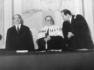 Quasimodo, Pugliatti e Petrocchi all'Università di Messina nel gennaio del 1960 per la laurea honoris casusa al poeta