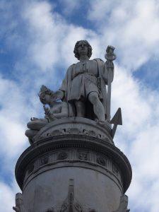 (A)Il monumento a Cristoforo Colombo realizzato in piazza dell'Acquaverde a Genova nella prima metà dell'Ottocento. Le polemiche suscitate dall'erezione della statua suscitarono negli anni '40 del secolo la volontà di Pedevilla di comporre un poema dedicato al navigatore